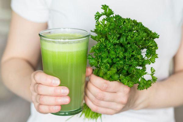 Receta natural para reducir el colesterol. Cómo bajar el colesterol de forma natural. Remedio casero para bajar el colesterol.