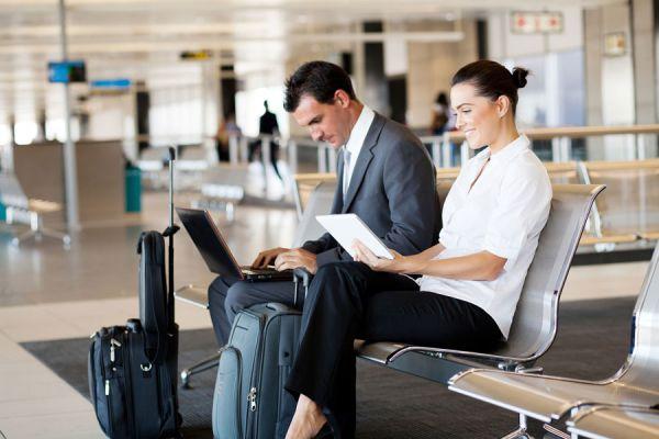 Consejos para perder menos tiempo en el aeropuerto. Cómo reducir el tiempo perdido en un aeropuerto. Claves para no perder tiempo en el aeropuerto