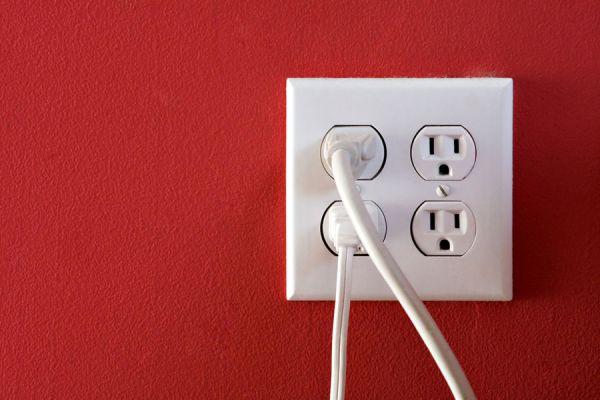 Cómo conectar dispositivos eléctricos en el extranjero. Tips para conectar dispositivos electrónicos en otro país. Voltios y enchufes en cada país