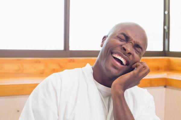 Cómo hallar buenas razones para reír. La importancia de reír en momentos difíciles. Razones para reir y ser felices
