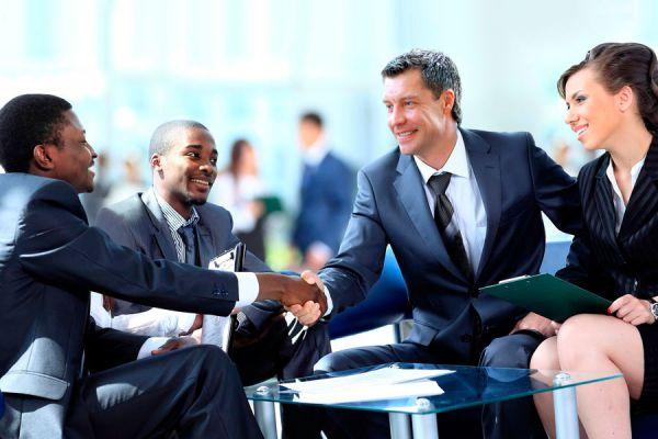 Claves para presentarse ante los clientes. Cómo dar una buena imagen ante los clientes. tips para una buena presentación con los clientes