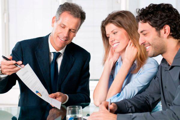 Consejos para presentarte ante los clientes. Cómo dar una buena primera impresión frente a los clientes. Dar buena imagen profesional ante clientes