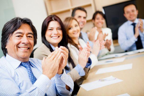 Ventajas de tener empleados felices. Ideas para tener empleados felices en tu empresa. Cómo mejorar la productividad con empleados felices