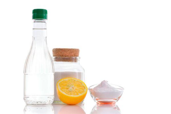 Usos útiles del vinagre de alcohol. Cómo usar vinagre blanco o de alcohol en el hogar. Usos prácticos del vinagre en limpieza, belleza y jardín