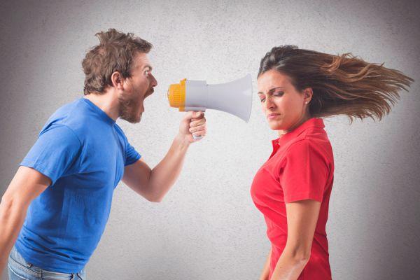 4 conductas que debilitan la relación de pareja. Conductas comunes que destruyen la relación de pareja. Actitudes que pueden destruir una relación