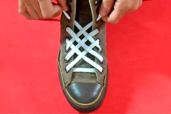 Como atar los cordones con nudo rejilla. Formas de atar los cordones del calzado, nudo rejilla. Nudo para atar el calzado con forma de enrejado