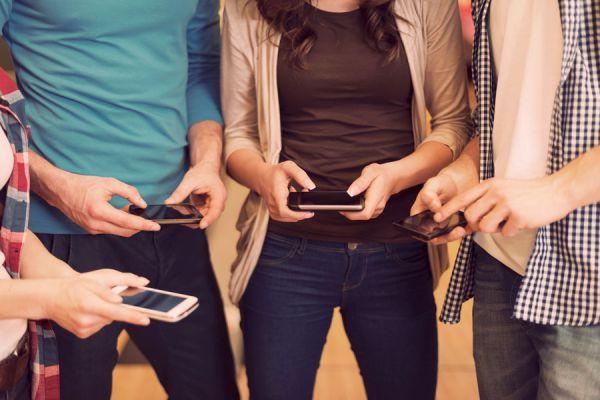 Clave para evitar la dependencia al móvil. Consejos para evitar la adicción al movil. Cómo evitar el uso del móvil. Eres adicto al celular?
