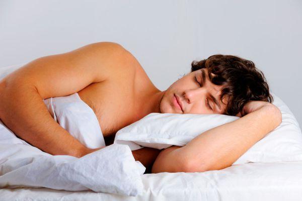 Por qué es bueno dormir del lado izquierdo? Beneficios de descansar del lado izquierdo del cuerpo. Dormir sobre el costado izquierdo del cuerpo
