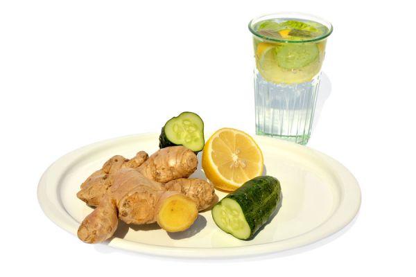 Receta para preparar sassy water. Cómo adelgazar bebiendo agua sassy. Beneficios y preparación del agua sassy. Receta fácil para hacer agua sassy
