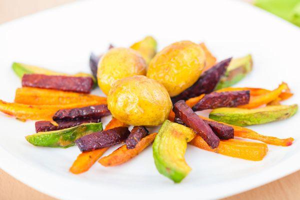 Cómo hacer frituras diferentes y horneadas. 5 recetas simples para hacer frituras distintas. Cómo hacer frituras de manzana, batata o zanahoria