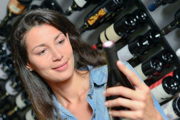 Tipos de vino para una ocasión especial. Guía para elegir un vino para una reunión profesional. Elegir el vino adecuado en una reunión de trabajo