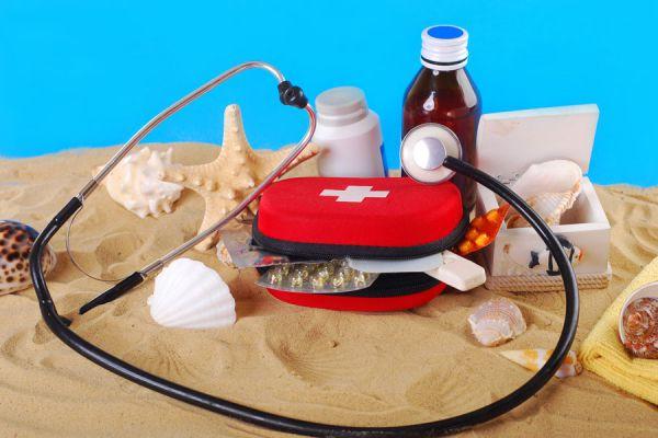 Preparar un botiquín para las vacaciones. Botiquín de primeros auxilios para un viaje. Armar un kit de primeros auxilios para un viaje