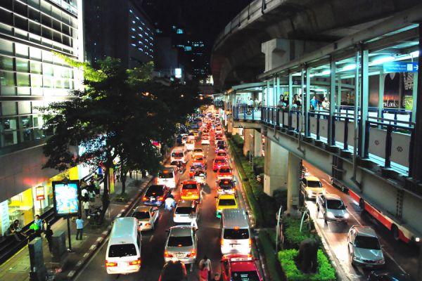 Tips para recorrer una ciudad grande y caótica. Vacaciones en una gran ciudad. Consejos para visitar una gran ciudad.
