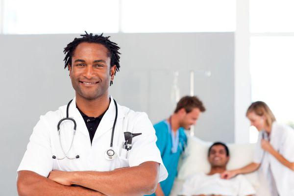 Claves para elegir una cobertura médica internacional. Cómo contratar un seguro de viaje. Servicios de una cobertura médica internacional