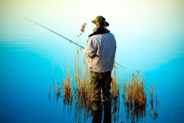 Pesca deportiva y turismo. Viajes para ir de pesca. Consejos para hacer turismo de pesca. Guía para viajar y salir de pesca