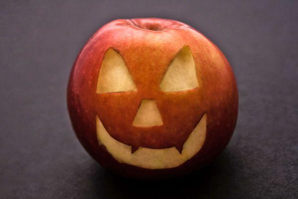 Ides para crear linternas de halloween distintas. Cómo decorar sandias, manzanas y otras frutas en halloween
