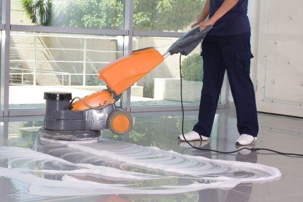 Productos naturales para limpiar los pisos. Limpiadores caseros y naturales para los pisos. Prepara tus propios limpiadores para pisos