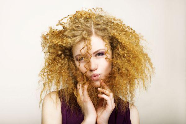 Cómo quitar el frizz del cabello. Recetas caseras para eliminar el frizz del cabello. Ingredientes para eliminar el frizz.