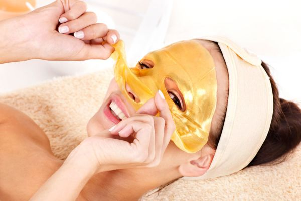 Mascarillas de oro para la piel del rostro. Pros y contras de las láminas de oro para la piel. Tratamiento para la piel con láminas de oro