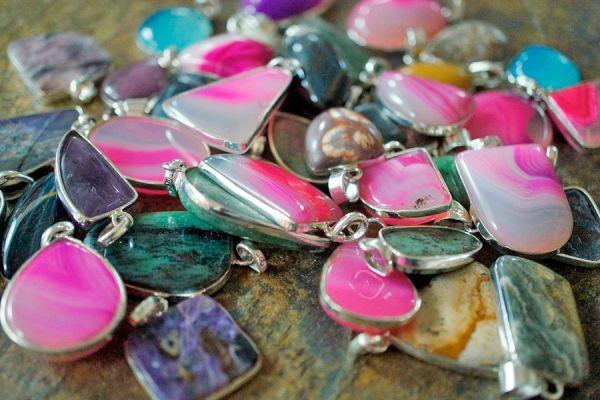 Consejos para elegir amuletos. Diferencia entre talisman y amuleto. Qué son los amuletos? Tips para escoger un amuleto de protección