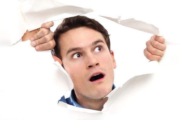 Conocer el secreto de las personas según lo que se rompe en su casa. Qué significan los desperfectos en la casa.