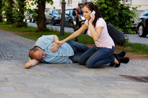 Cómo evitar los errores comunes en primeros auxilios. Prevenir errores ante emergencias. Los errores más comunes en primeros auxilios