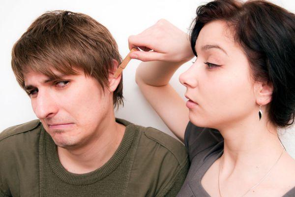 Calmar dolores con los puntos de presión en las orejas. Puntos de presión en las orejas para calmar malestares. Activar puntos de presión en orejas
