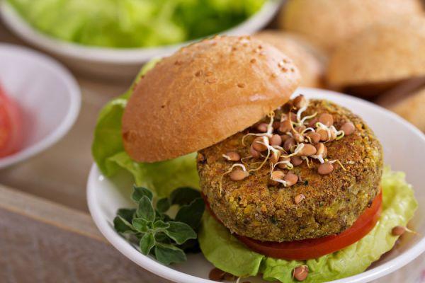 Hamburguesas para vegetarianos. Recetas de hamburguesas caseras vegetarianas. Cómo preparar hamburguesas vegetarianas con granos