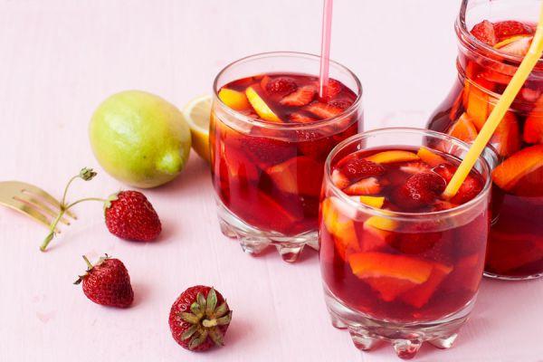 Cómo preparar sangría con frutas frescas o congeladas. 6 recetas de sangría casera. Recetas fáciles para preparar sangría con frutas frescas