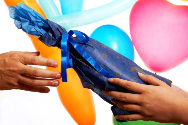 Qué regalar a la anfitriona de un evento. Ideas para hacer regalos a la anfitriona. Regalos para la anfitriona de un evento