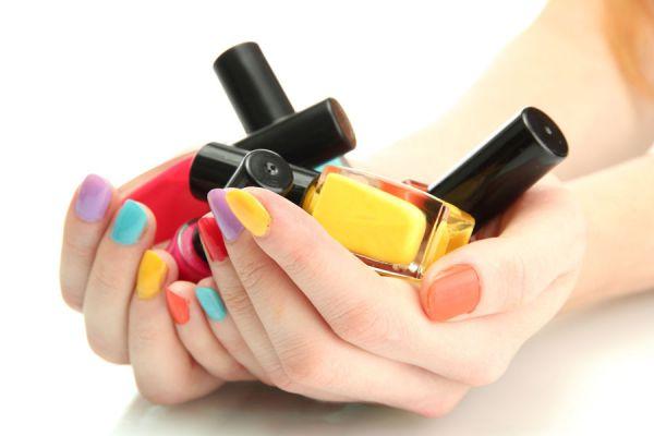 Cómo fabricar tu propio barniz de uñas en casa. Esmalte de uñas casero y de muchos colores. Cómo crear un barniz de uñas casero y de varios colores