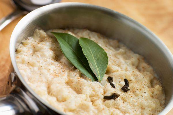 Cómo hacer salsa de pan casera. Preparación de la salsa de pan casera. Ingredientes para hacer salsa de pan.