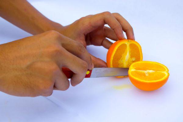 Tips para aprender a usar los cuchillos en la cocina. El uso correcto de los cuchillos en la cocina. Cómo se deben tomar los cuchillos al cortar