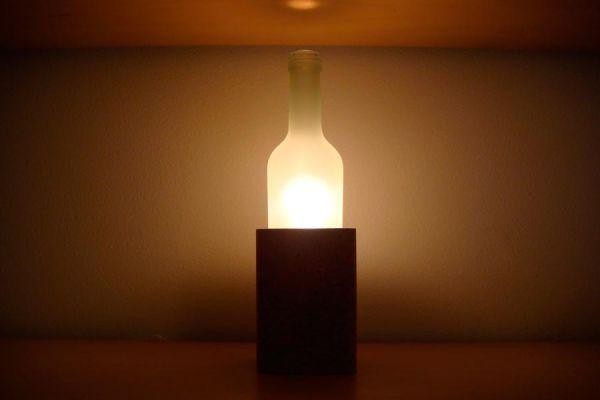 Cómo hacer una lámpara original con una botella. Creando una lámpara con tu bebida favorita. Lámparas hechas con botellas