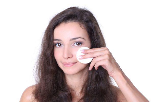 Cómo mejorar la piel con tónicos caseros. Recetas de tónicos caseros para la piel
