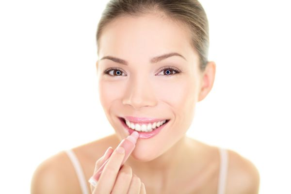 Cómo preparar bálsamos labiales en casa. Receta para hacer bálsamos labiales caseros. Beneficios de hacer tus propios bálsamos labiales