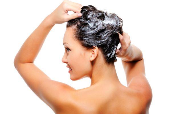 Métodos caseros para acentuar el pelo negro. Cómo mejorar el cabello negro de manera natural. Recetas para resaltar el cabello negro