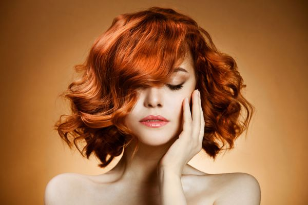Cómo acentuar el cabello rojizo naturalmente. Métodos para acentuar el cabello pelirrojo de forma natural. Ingredientes para acentuar el pelirrojo