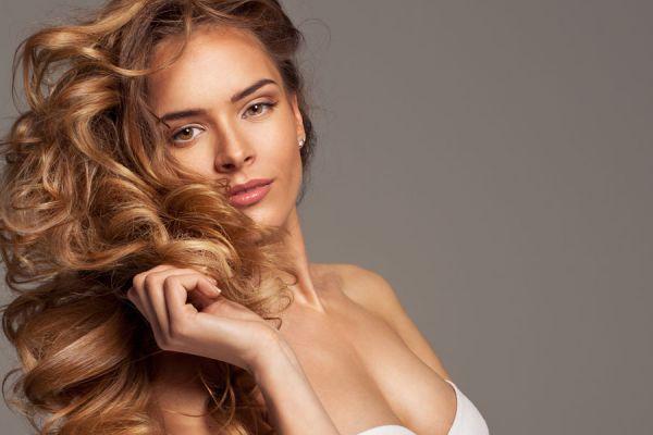 Métodos caseros para acentuar el pelo castaño. Cómo mejorar el cabello castaño de manera natural. Recetas para resaltar el cabello castaño