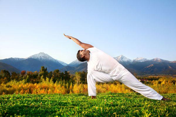 5 posturas de yoga para hombres. Posturas para hombres que practican yoga. Yoga para hombres