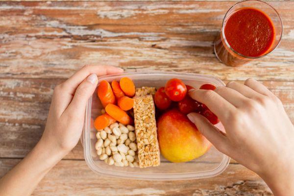 Consejos para medir la cantidad de las porciones al comer. Tips para controlar las porciones al hacer dieta. Medir las porciones con la mano