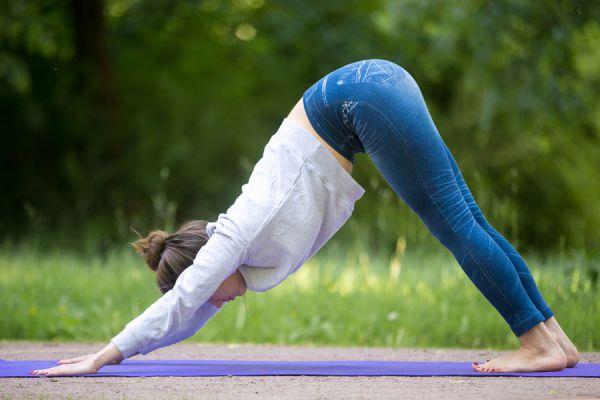 Asanas de yoga para mejorar el deseo sexual. Cómo mejorar al sexualidad con posturas de yoga. Yoga para mejorar el sexo con tu pareja