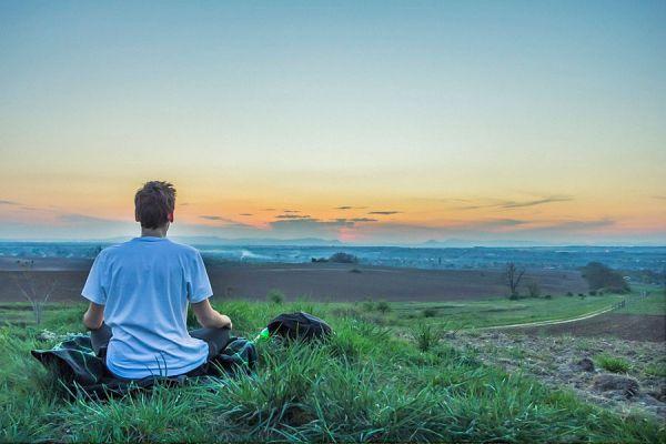 3 ejercicios de yoga para tonificar el cuerpo. Cómo fortalecer el cuerpo con yoga. Yoga para tonificar la musculatura.