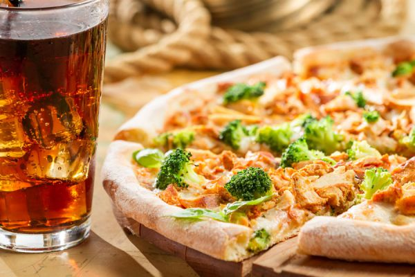 Cómo hacer pizzas caseras originales. Ideas para preparar pizzas originales. Cómo hacer masa para pizzas originales. Recetas de pizzas diferentes