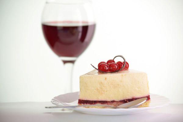 Como preparar un postre con vino sobrante. Receta para hacer un postre con vino. Paso a paso, cómo hacer un postre de vino