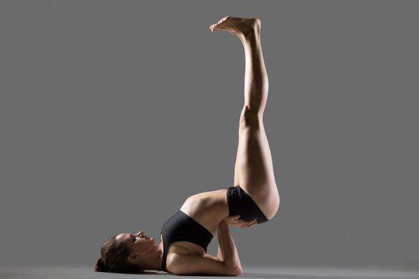 Cómo calmar el elemento pitta con yoga. Yoga para calmar el elemento fuego. Posturas de yoga para aliviar el elemento pitta