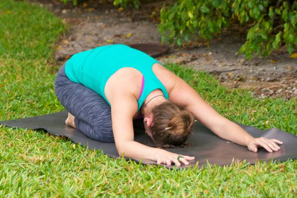 Yoga para calmar el elemento pitta. Cómo hacer asanas de yoga para aliviar el elemento fuego. Posturas de yoga para refrescar el elemento pitta