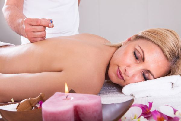 Es util la acupuntura para aliviar dolores? Como tratar dolores con acupuntura. Beneficios de la acupuntura para el alivio de dolores