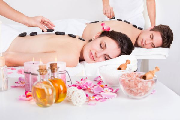 Terapia de masajes hawaianos lomi-lomi. Beneficios del masaje hawaiano lomi-lomi para la salud. Terapias alternativas con masajes