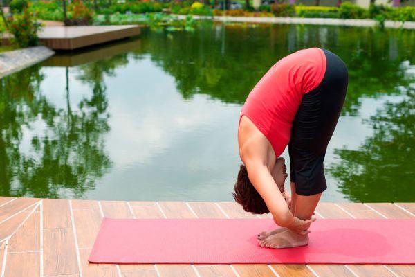 3 posturas de yoga para prevenir el insomnio. Asanas de yoga para dormir mejor. posturas de yoga para evitar el insomnio